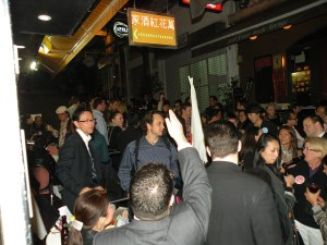 La calle Peel en el centro de Hong Kong era puro entusiasmo